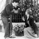 Charlie Chaplin'in yazıp yönettiği 1931 yapımı film, oldukça eğlenceli, bir yandan dramatik ve ünlü yönetmen/senarist/oyuncunun en sevilen filmi. Sosyal göndermeler, bay Chaplin'in o sevimli hareketleri ve sair bir tarafta dursun; Türk filmlerine dahi ilham olmuştur bu başyapıt. Belli bir yaşın üzerindekiler hatırlayacaktır, sarhoş olunca Kemal Sunal'ı sevip evine çağıran, ayılınca tanımayıp kovan zengin karakter birebir bu filmden alınmıştır. p.s. i love you blind flower girl. Kim sever: Siyah-beyaz film izlemekten gocunmayacak herkes. http://www.imdb.com/title/tt0021749/?ref_=nv_sr_1